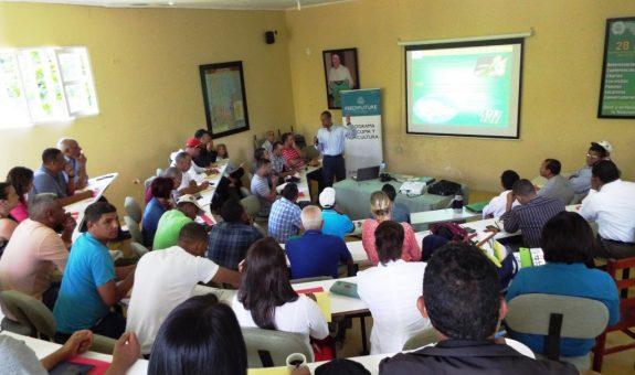 """Participación de Plan Yaque en una conferencia sobre """"Diagnóstico y Manejo del HLB de los Cítricos"""""""