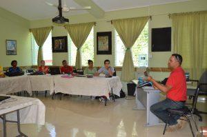 Classe en la Escuela Ambiental Jarabacoa(4)