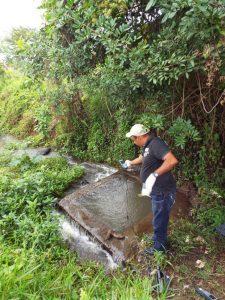 Técnico trabajando en El Elcilia Pepín_Arroyo Yerba Buena Jarabacoa
