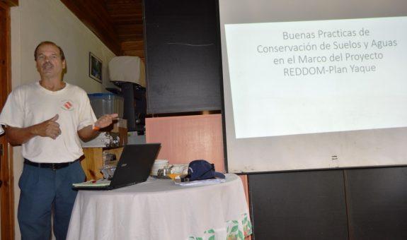 Presentación de Ing. Jeff Knowles (Farmer to Farmer) y Clara Fernández (Participación Ciudadana - PC)